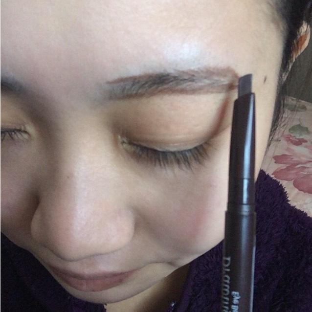 黒髪の方、眉毛しっかり書きたい方はエチュードハウスの眉ペンシルオススメです◎何より安い!!私が買った時は400円くらいでした