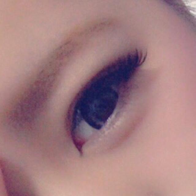 切開をつける! 眉毛は明るい色で