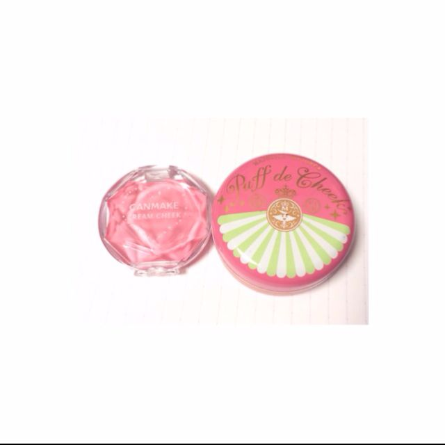 チーク  クリームチークをハート型にポンポンと入れた後、パウダーを筆にとりふわふわする  ピンクで可愛い印象に