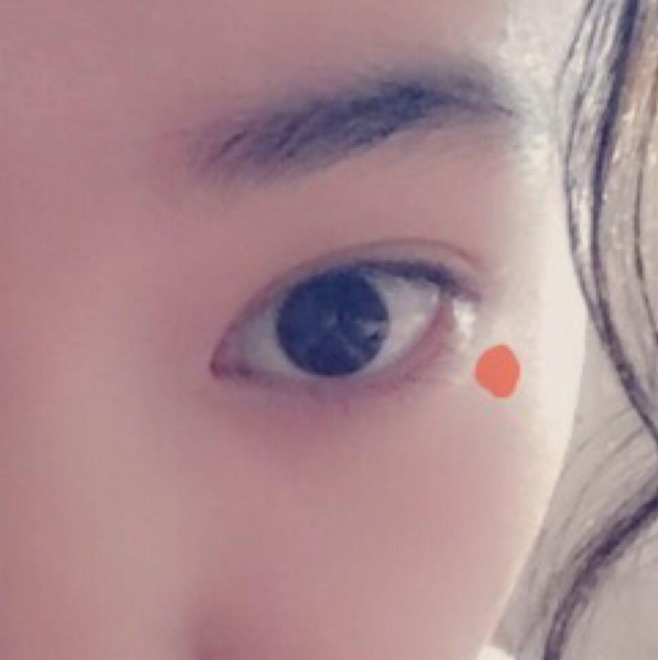 オレンジ色の点の所に シールなどを貼ると いいと思います! (ちなみに私はネイルようの紙をつけまのりでつけました!)