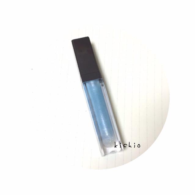 用216圓展現出像RMK的藍色唇彩