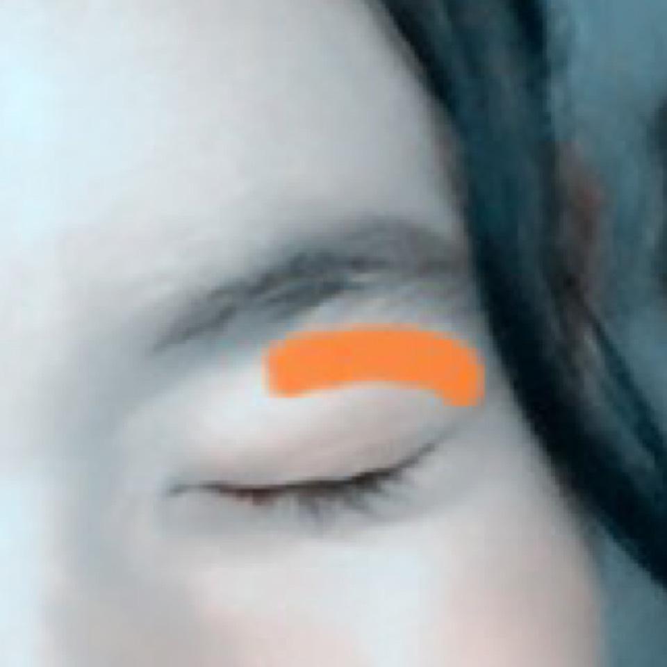 ピンクの上に濃くオレンジをのせます