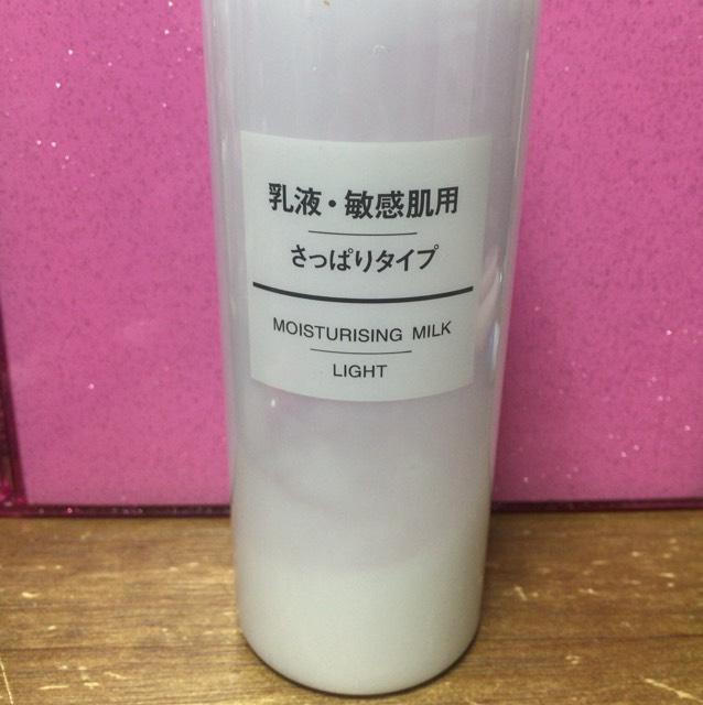 無印 乳液・敏感肌用 さっぱりタイプ 580円 パール1つ分ぐらいを手に馴染ませて、顔全体に塗る