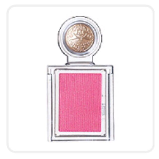 (5)マジョマジョのカスタマイズシャドウのピンクを下瞼の際に塗ります 。  (6)Viseのリップチークを適当に塗ります(笑)  (7)キャンメイクのリップを塗ったら完成 ✨