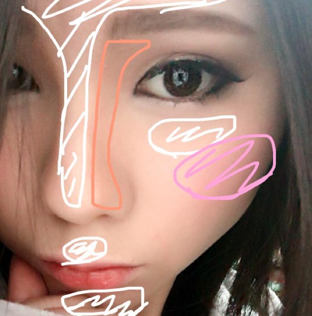 眉は下は平にかき眉山はなだらかに太めに描きます。 眉マスカラを塗ります。 アイブローパウダーで茶色の部分のようにローライト、白の部分にピンク系ハイライト、ピンクの部分にチークを丸くのせます