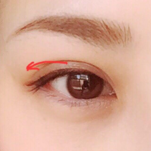 ③のライナーを赤い目印あたりから目尻に向かって引いていきます   この時、タレ目ぽくなるように少し長めにひいてね♡ 線もできるだけ細く