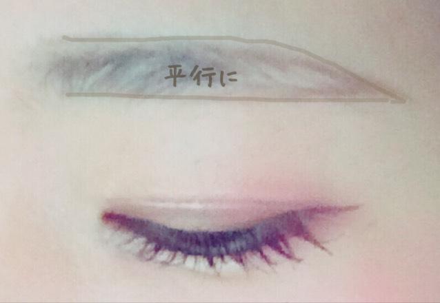 眉毛にいきます  アイブロウペンシルで平行になるように縁どっていきます!