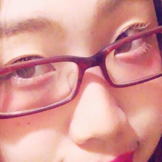 目の下に赤のアイシャドウとかを塗ったあと、クリームチークを目の下に広範囲に塗る ちょっと広めに鼻の上にも塗る
