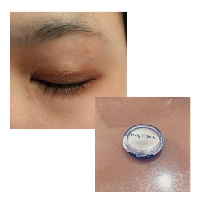 次にクリームアイシャドウを二重幅と下瞼全体に塗ります。 ラメ感がプラスされてキラキラします♡