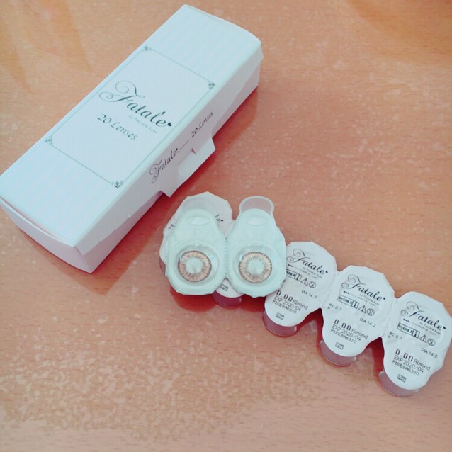 使用カラコンはFatale アーモンドです。