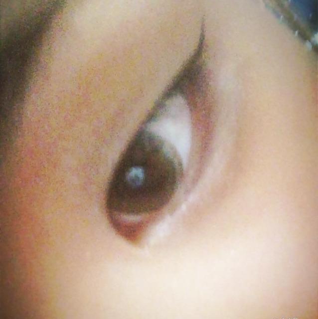 した瞼の黒目の中心までブラウンシェードアイズのbe-3の左から2番目を綺麗にいれていきます