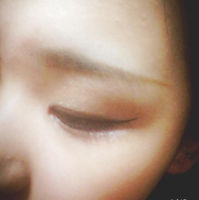 つぎに眉毛の枠をアイブロウペンシルLb-1でかこんでデザイニングアイブロウex-4で眉毛をなかをうめていきます