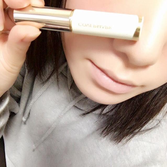 カバーマークのブライトアップファンデーション(Y-1)で唇の色を消します。