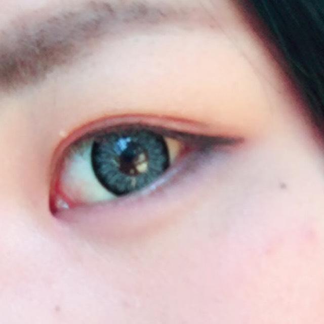 茶色の眉マスカラでまつ毛を染めます