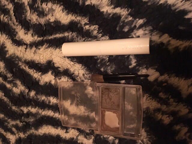 ノーズに眉毛パウダーの明るい方とファシオのコンシーラーを使います。