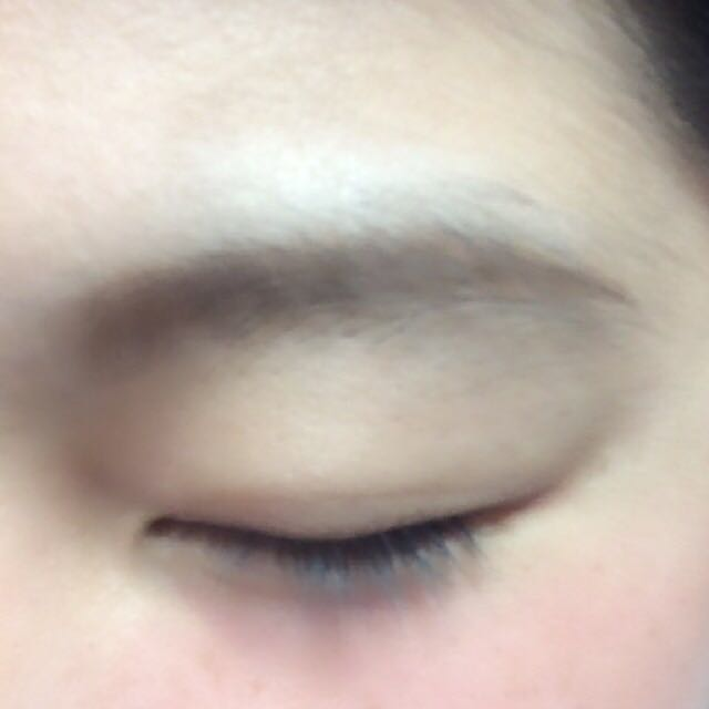 眉毛はパウダーだけでかいていきます!! ⚠️パウダーの方がふんわりとかけるのでペンシルよりもナチュラルになります!!