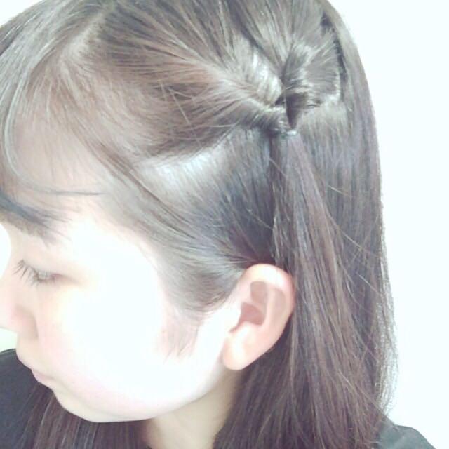髪の毛は、くるりんぱを左右で1回ずつするだけの簡単なヘアアレンジです♡ 真似してみてください♪♪