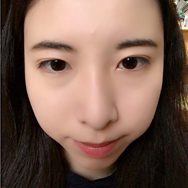 眉毛は黒で太く!!眉毛の下を描き足して太くすると目との距離が近くなってgood!!