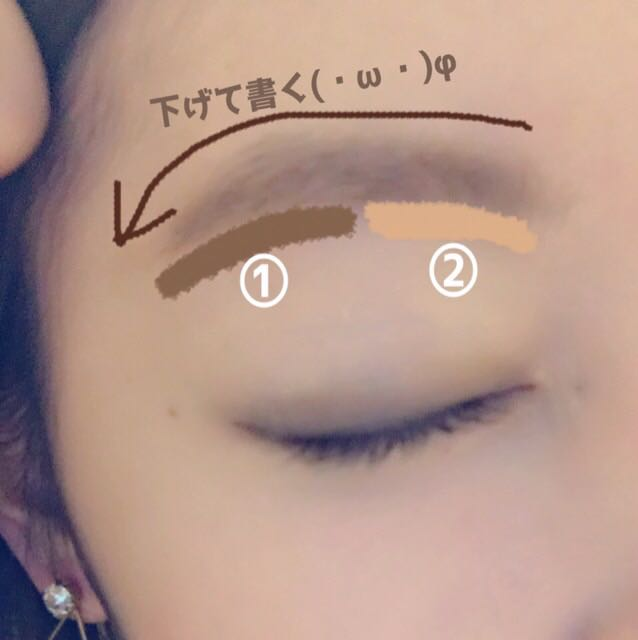 わたしは 自眉が結構あるので ただ パウダー のせる感じです   (・~・`) 少し下げ気味に、眉尻 はしっかり書きます 眉頭 は ふわっとパウダーのせるだけ