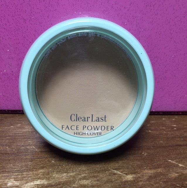 パウダー クリアラスト薬用オークル 乾燥せずカバー力もとても高いですが少し塗ってます感はあります
