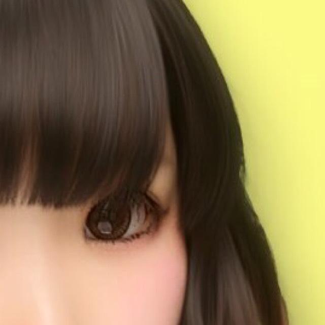 マスカラを塗ります。上睫毛はすだれ睫毛に、下睫毛はちゃんと目頭〜目尻まで塗ります。ヒジキにならないように注意!