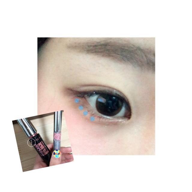 MAYBELLINEのマスカラ(ブラウン)①とCANMAKEの付ける涙②を使って目元を強調⤴︎ ⤴︎  ①を上下のまつげ、②を下まつげ目尻側に画像のように点々と付けます