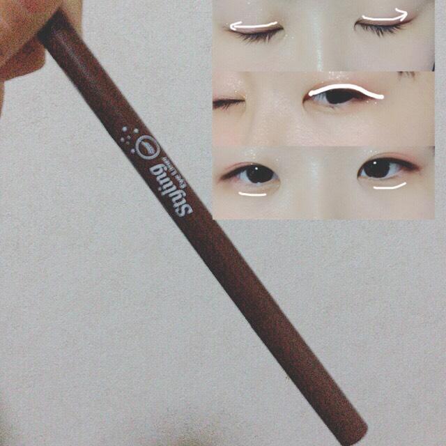 【 ETUDE HOUSE / スタイリングアイライナー(茶)】を粘膜と目尻に太めに描き、ボカす。笑ったときに出来る涙袋の下に薄くアイラインを引き、影を作る