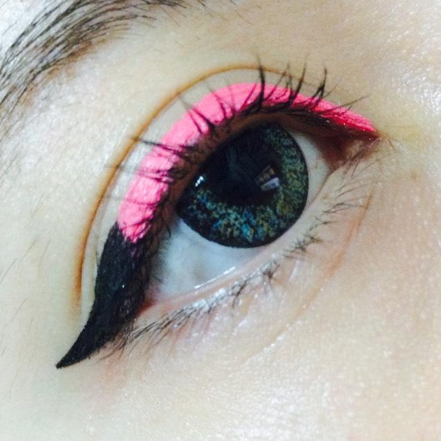 ピンク&ブラックアイライナー