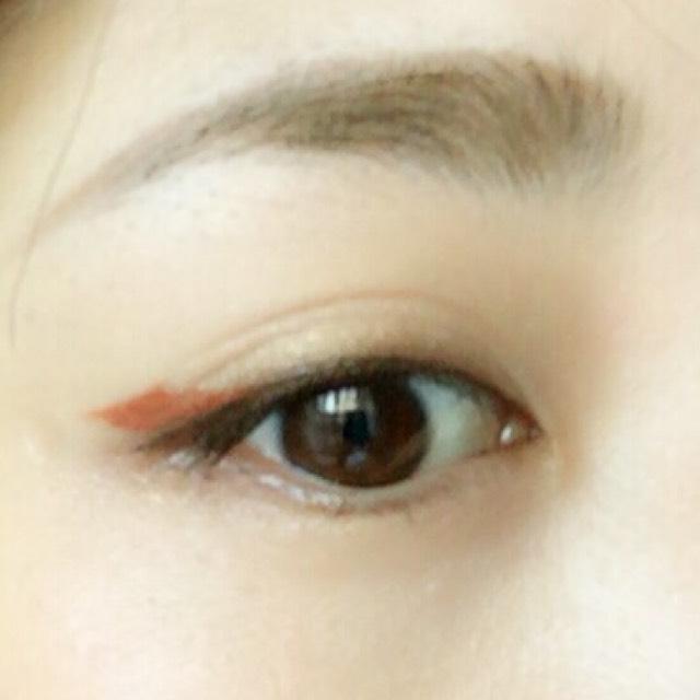 ③のオレンジのカラーライナーを写真の様にブラウンライナーの上に少し厚めに塗ります。