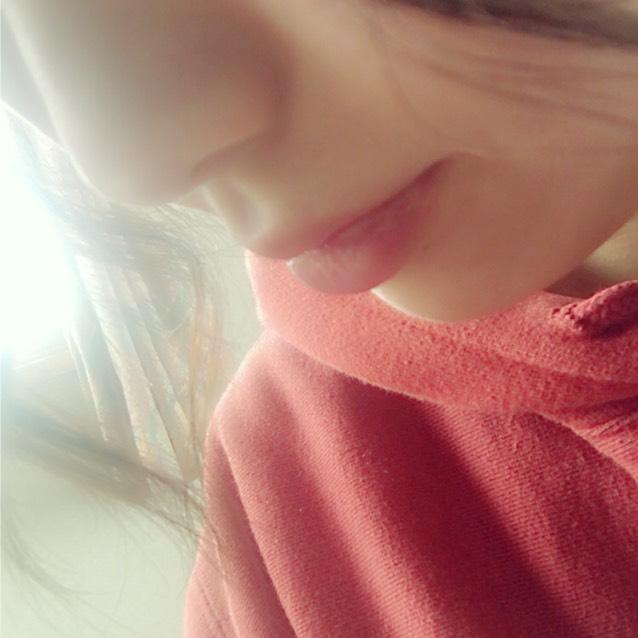 じんわり赤いリップを唇にのせ、ポンポン叩いてひろげます!