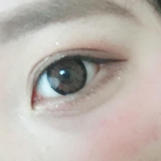 ぼかしてアイホール全体に薄目のブラウン