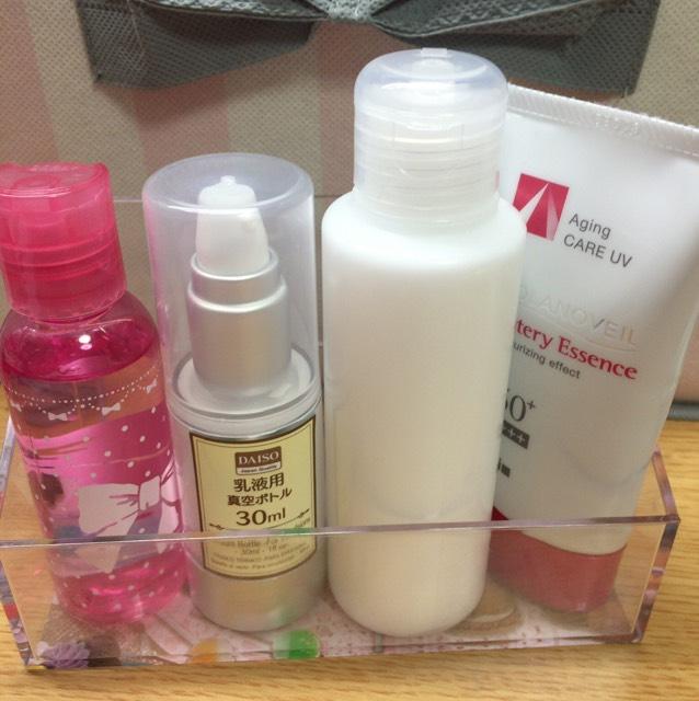 化粧水・乳液・保湿クリーム・日焼け止めを塗ります。