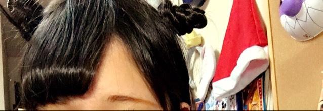 髪は少しとってみつあみにしておだんごにしたり。
