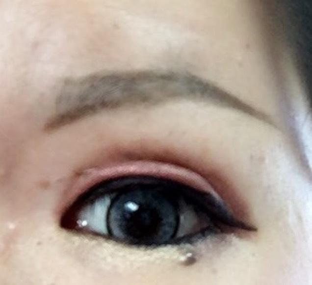 眉は輪郭からかき中を塗る。上と生え際をぼかす。