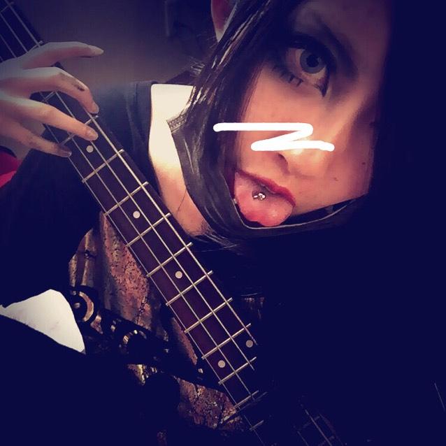 楽器弾けるニート(´^ω^`)
