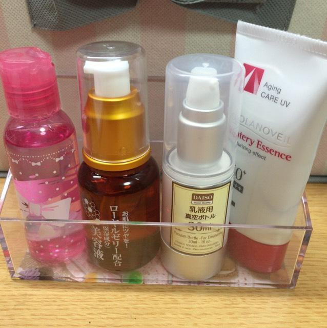 洗顔、パック後化粧水・美容液・乳液・日焼け止めを塗る。