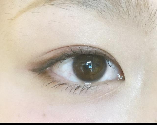 二重が狭いので瞼にがっつりラインは引かず 黒目の上だけ粘膜を埋めてぼかします