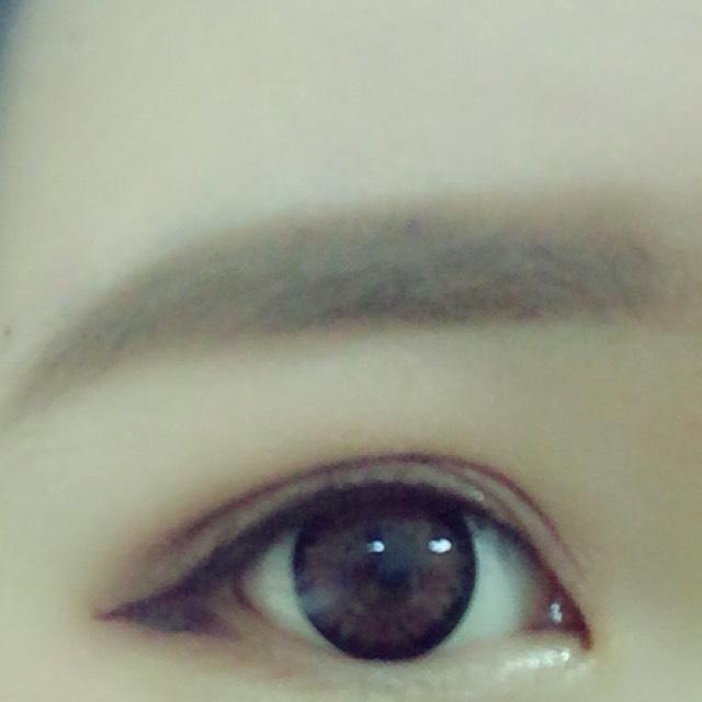 眉毛はペンシルで書いてぼかしてから眉マスカラをするなるべく自然になるように平行にふんわり書く