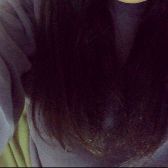 髪色はブラックから