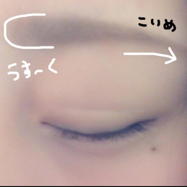 次に眉毛を描きます! ナチュラルにふんわりした眉毛を描きたかったのでアイブロウパウダーのみで描きました!自分の眉毛の形に沿って描いていきます! 眉頭の方は薄く眉尻の方は少し濃いめに描くと自然で綺麗な眉毛が描けます(^。^)