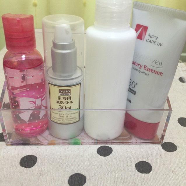 洗顔、パック後化粧水・乳液・保湿クリーム・日焼け止めを塗る。