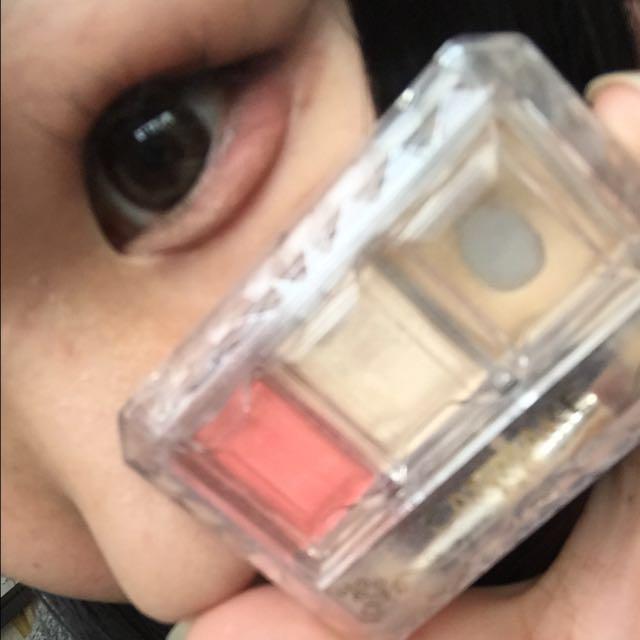 最後にCANMAKEのシークレットカラーアイズ01で目尻側の涙袋に赤、目頭に白色を入れてぷっくり感を出したら完成です!  参考になるかはわかりませんが是非