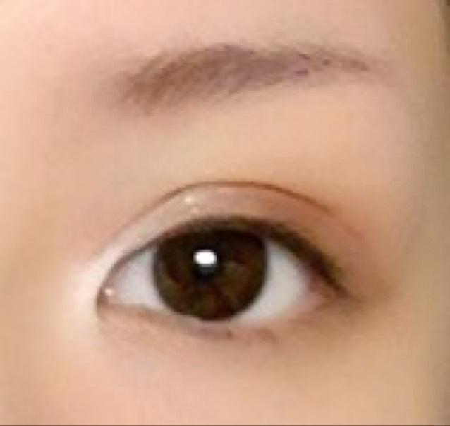 二重になったら 二重の線にそって 目頭側に 線を描いていく!わかるかな?(´._.`)