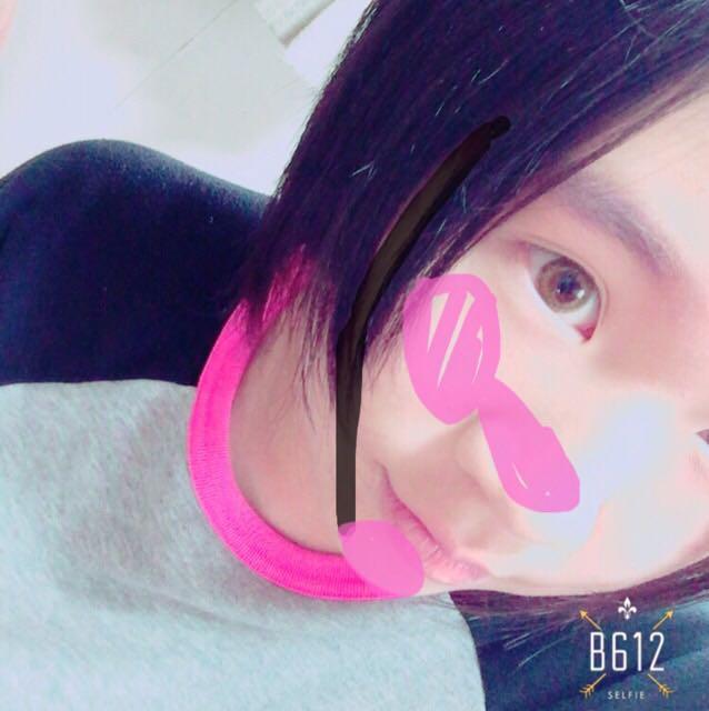 ピンクの部分にちーくをのせます! 頬の高めに乗せて鼻にものせます! あごにのせると顔の血色が良くなりますよ 濃く載せすぎないのがポイント!