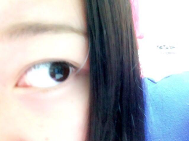 眉毛はタレ眉ぽく長めに描きます