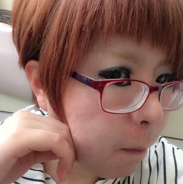 チークとリップ、髪色に合わせてみたゴリラ顔