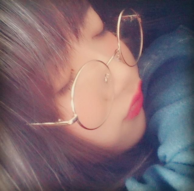 丸メガネ+赤口紅