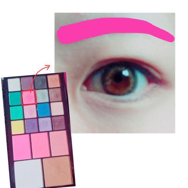 眉毛をピンクにしていきます