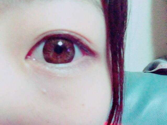 *アイラインはあまりはみ出さないように、目の形に沿って *濃いシャドウをアイラインの上に *眉毛はパウダーをのせるだけ