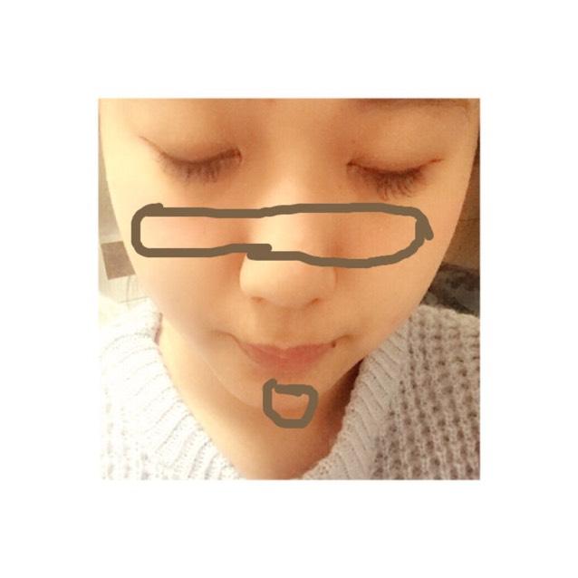 次にチークをしていきます まず、KATEの薄いピンクのチークの方で画像の茶色の部分をつけていきます ⚠️鼻のあたり、顎は薄めに!